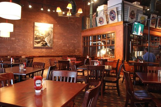 Big River Grille & Brewing : Ambiance