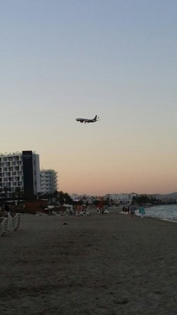 Hotel Club Bahamas Ibiza : Beach view at sunset