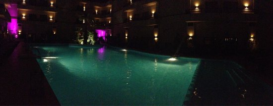 Kech Boutique Hotel & Spa : Pool by night