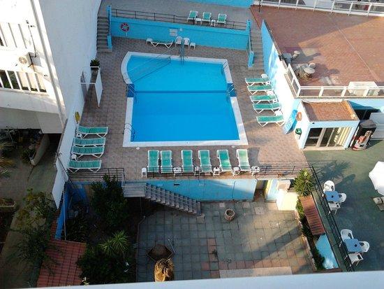 Hotel Amic Miraflores: La piscina