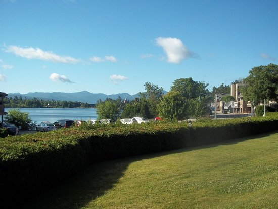 Lake House : view of mirror lake and town