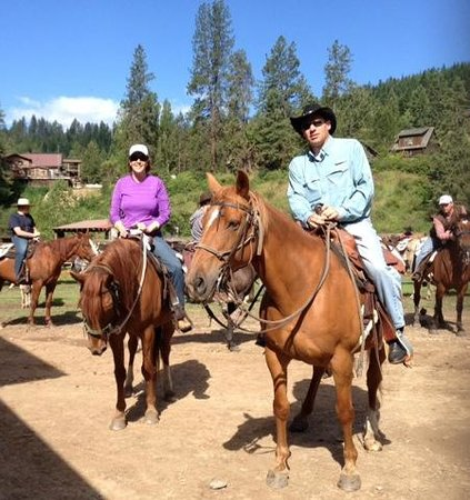 Red Horse Mountain Dude Ranch: ready for the ride