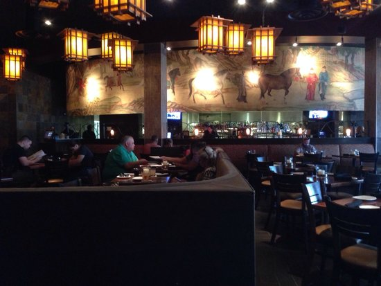 P.F. Chang's: Dining room