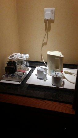 Grange Bracknell Hotel: Tea and coffee making facilities
