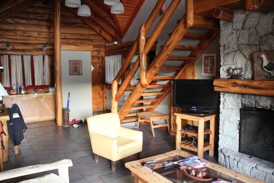 Cabanas Puerto Pireo: Parte da sala de estar
