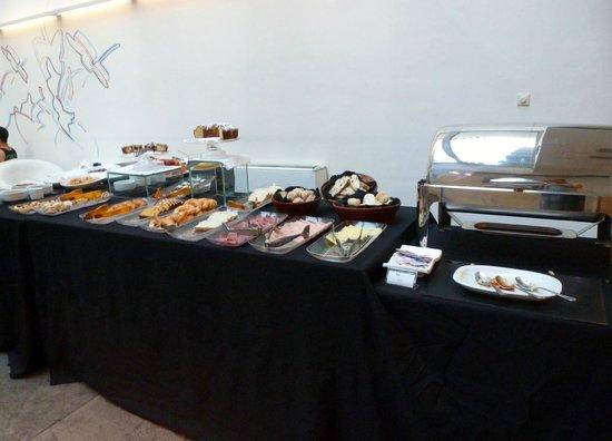 Design Suites Buenos Aires: Breakfast buffet