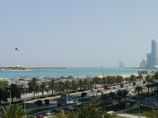 Hilton Abu Dhabi: Room with a view of the gulf and corniche