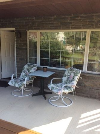 Crescent Lodge & Country Inn: porch