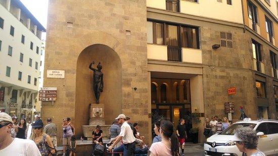 Pitti Palace al Ponte Vecchio: Front of hotel