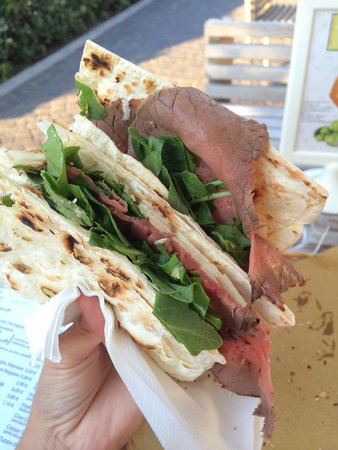 Casina del Bosco: Piadina roastbeef, rucula and parmesan