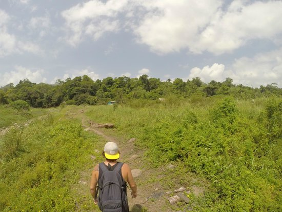 Cacique Cruiser: walking to the beginning of the caves
