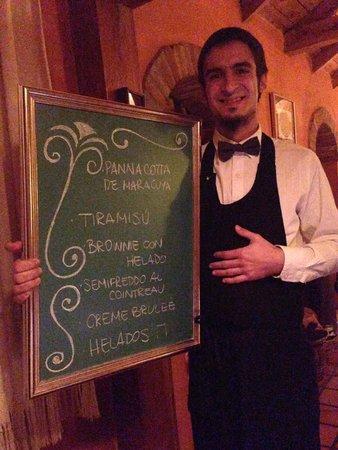 Il Gabbiano: Garçom suepr simpático apresentando o menu do jantar