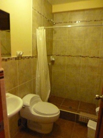 Hotel Casa de Mama Valle: Private bathroom