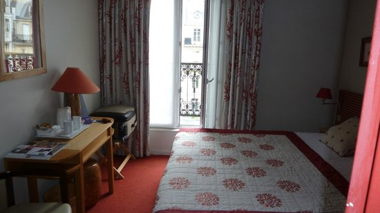 Etoile Park Hotel : Habitación con balcón