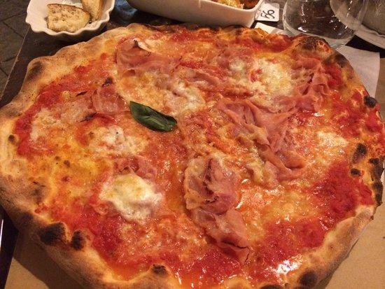 Polpetteria: Pizza mozzarela de búfala y jamón york
