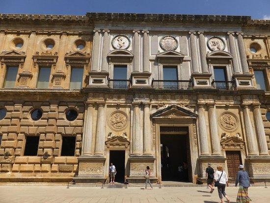 Palast von Karl V: 宮殿入口