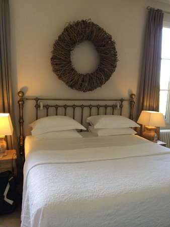 Le Pavillon Villemaurine : Suite king bed