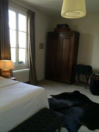 Le Pavillon Villemaurine : Suite armoire