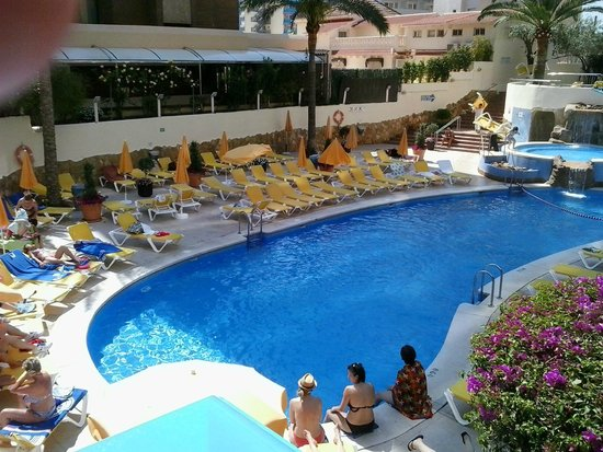 Piscina picture of hotel rh princesa spa benidorm for Piscinas benidorm
