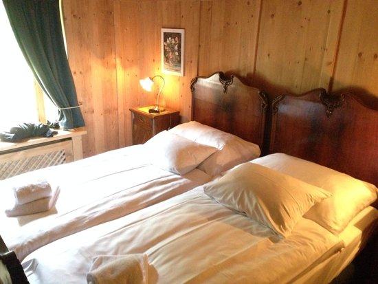 HOF ZUORT: Schlafzimmer