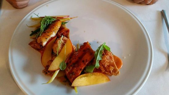 Bouillon Bilk : Plat de pieuvre cuit sous vide avec ris de veau, poivron rôti, chanterelles, aubergines pomme de