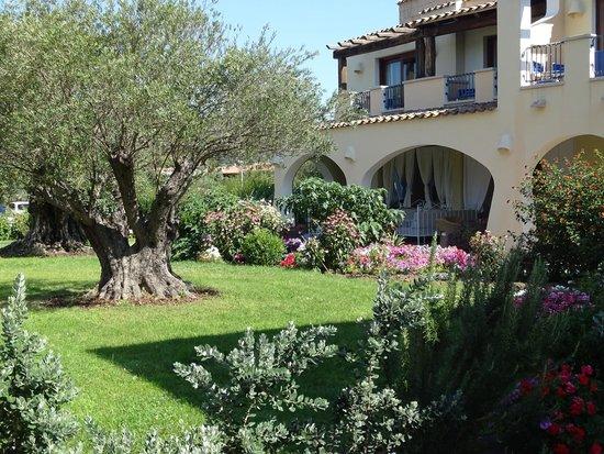 Hotel Club Baia del Porto : jardin