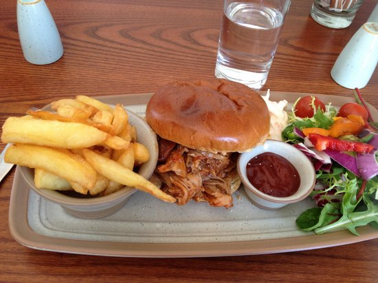 Tomich Cafe : Pulled pork on a brioche bun