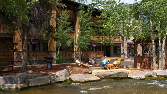 Silver Moon Inn: Fire pits, Grills and BBQs by the River