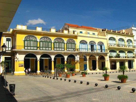 Place Vieille (Plaza Vieja) : Beautifully restored