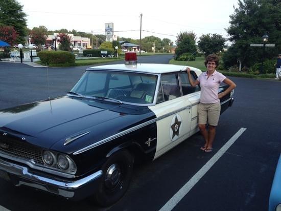 Mayberry Motor Inn: Squad car