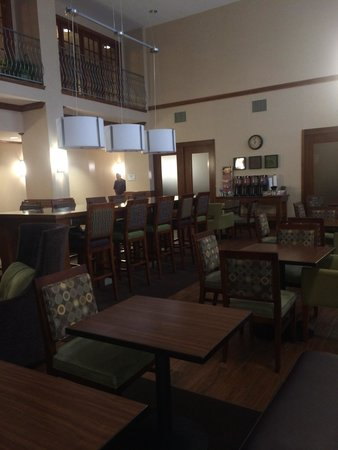 Hampton Inn & Suites College Station / US 6-East Bypass : Spacious, stylish breakfast area