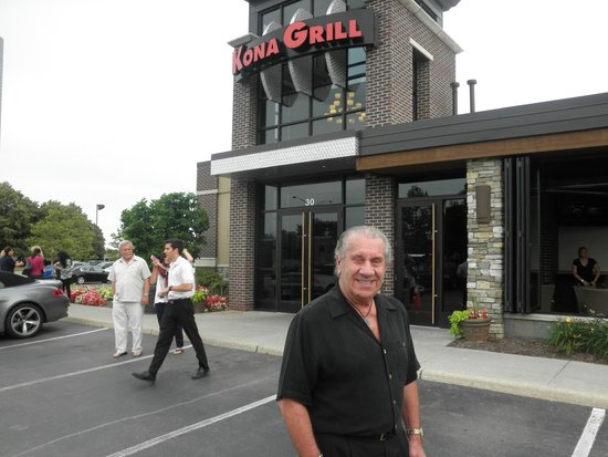 Kona Grill: front of the place on big beaver....