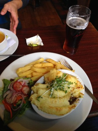 O'Connors Pub Doolin: cottage pie...yum