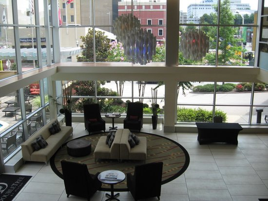 DoubleTree by Hilton Hotel Chattanooga Downtown: Lobby