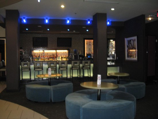 DoubleTree by Hilton Hotel Chattanooga Downtown: H2O Bar
