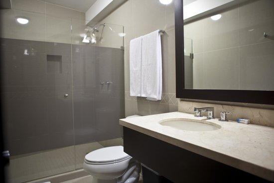Hotel Maria Elena: Bathroom