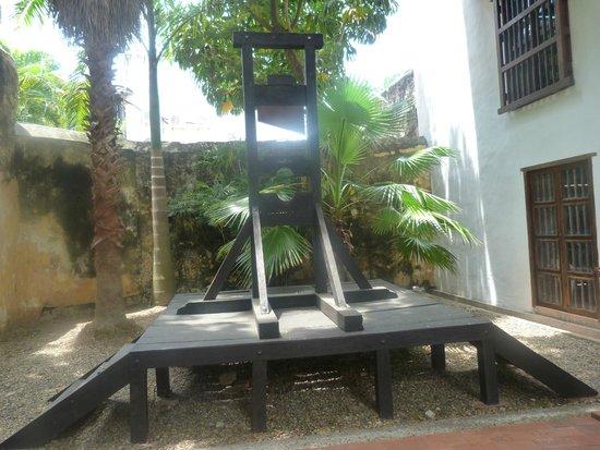 Museo Historico de Cartagena de Indias : Guillotina