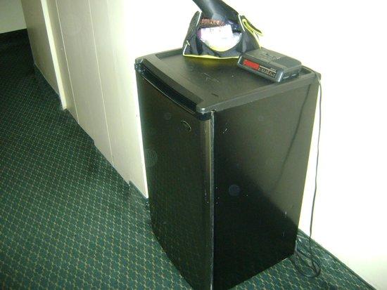 Econo Lodge: frigidaire chambre 228