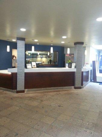 Bay Club Hotel & Marina: Front desk
