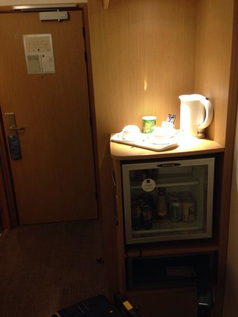 Novotel Casablanca City Center: Minibar, safe, kettle