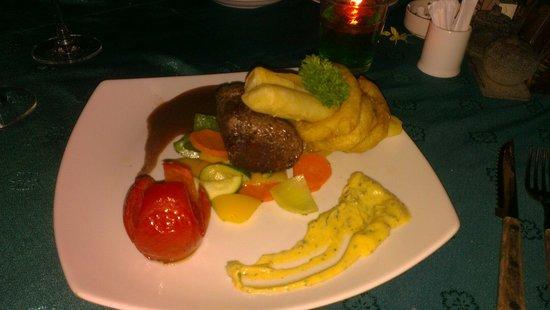 Santai Hotel Bali : Delicious sir loin steak at the restaurant