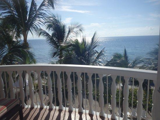 Beachcomber Resort and Villas: Ocean Front Room