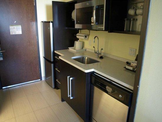 Home2 Suites by Hilton Rochester Henrietta: kitchen