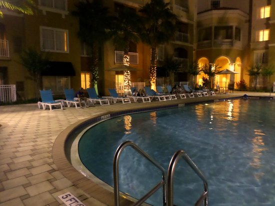 The Point Hotel & Suites: Piscina 22h