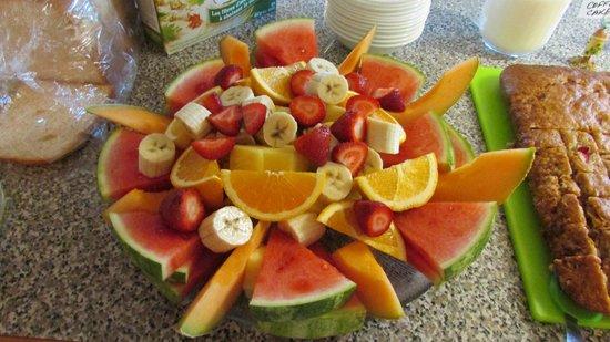 McLaren Lodge Bed & Breakfast : Breakfast fruit tray!