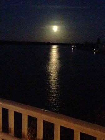 Bayfront Bistro: Full Moon Rising from the Veranda.