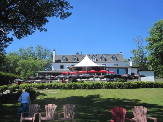 Auberge Willow: L'auberge et la terrasse