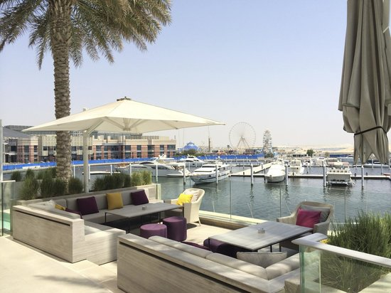 InterContinental Dubai Festival City: The marina in front of the hotel - on the creek