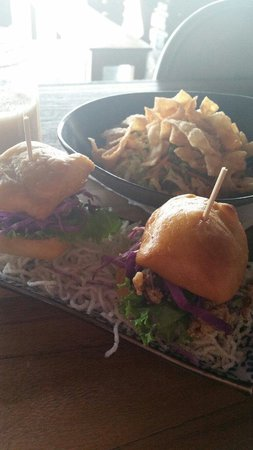 Fat Chow: Pork bun & vietnamese salad