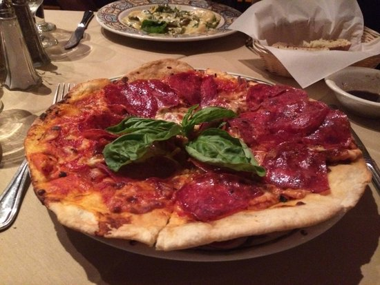 Osteria Panevino: Pizza salami, an amazing amount of meat!